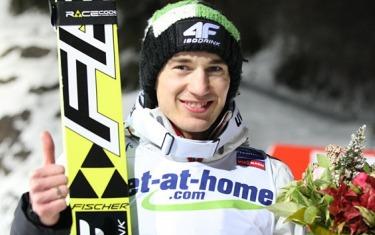 Kamil Stoch salto con gli sci