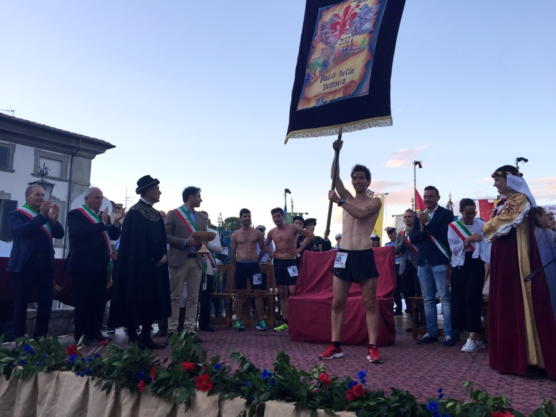5. Premiazione e consegna Palio della Vittoria a Ivan Poggi